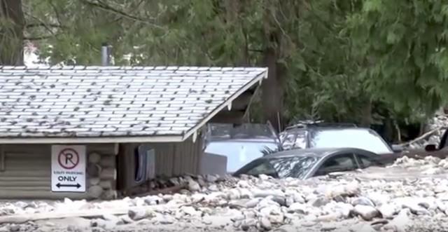 Flood sinks houseboat biz - Salmon Arm News