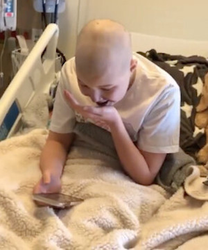 Pop star Billie Eilish sends message to B.C. girl battling leukemia in Vancouver.