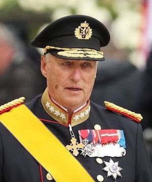 Norway's King Harald V admitted to hospital with breathing difficulties.