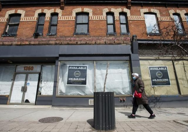 Restaurants and small businesses demand compensation as Ontario lockdo... image