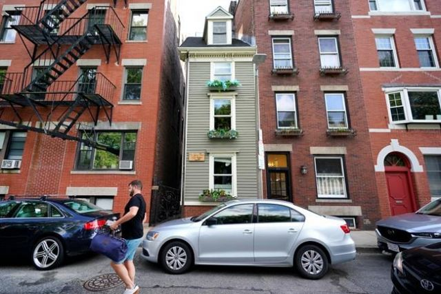 Boston's famous Skinny House sells for a nice fat price - World News - Castanet.net